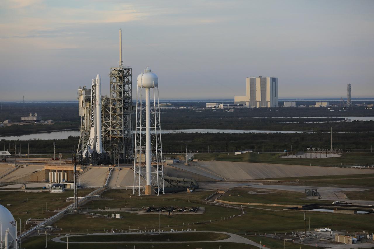 2017. február. A SpaceX falcon-9 rakétája a történelmi startálláson.