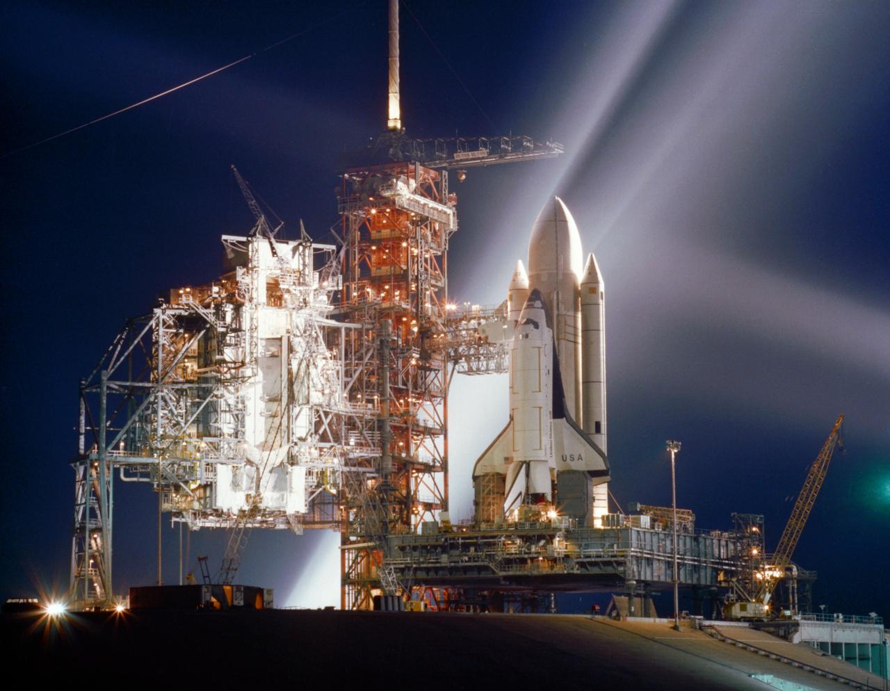 1981. március. Egy új korszak kezdete. Az első útjára készülő Columbia űrsikló a teljesen átalakított LC-39A startállásáon
