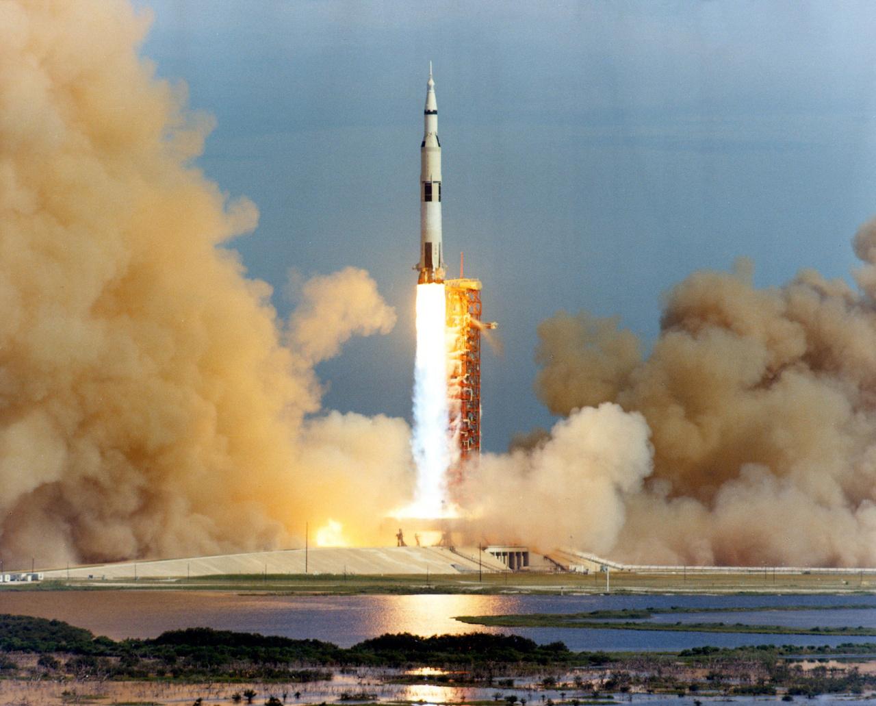 1971. július 30. Az Apollo-15 startja.