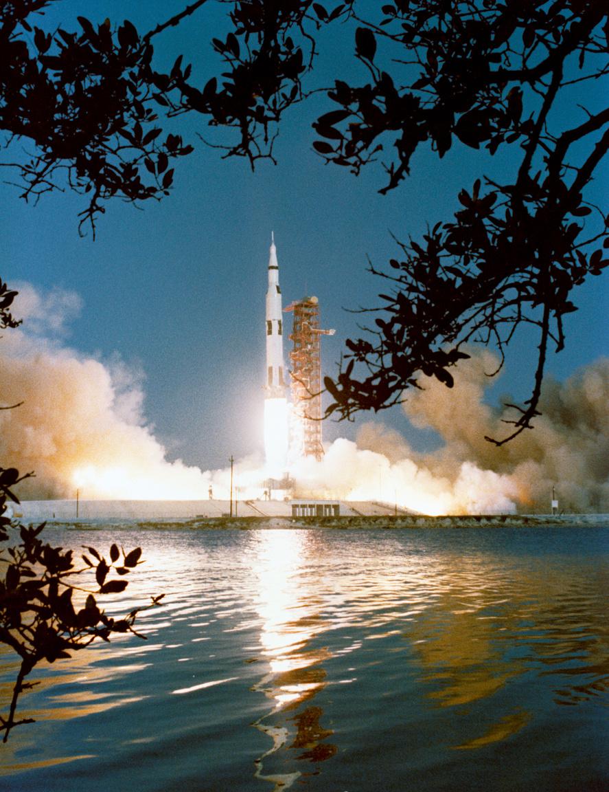 1968. április 4. Az Apollo-6 startja. ugyancsak ember nélküli tesztrepülés.