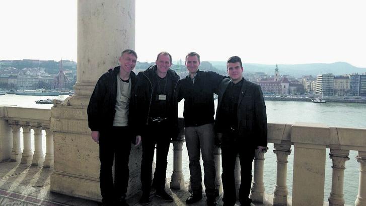 Mario Rönsch (balról a második) azt állítja, hogy az ellenzéki párt politikusaival találkozott az Országgyűlés épületében