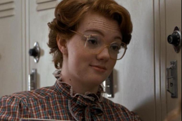 Ismeri ezt a lányt? Ő itt Barb, a Stranger Things című sorozat egyik szereplője