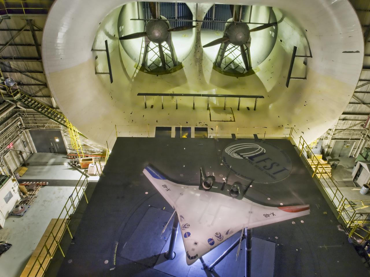 2009: X-48B kísérleti repülőgép szélcsatorna tesztje.
