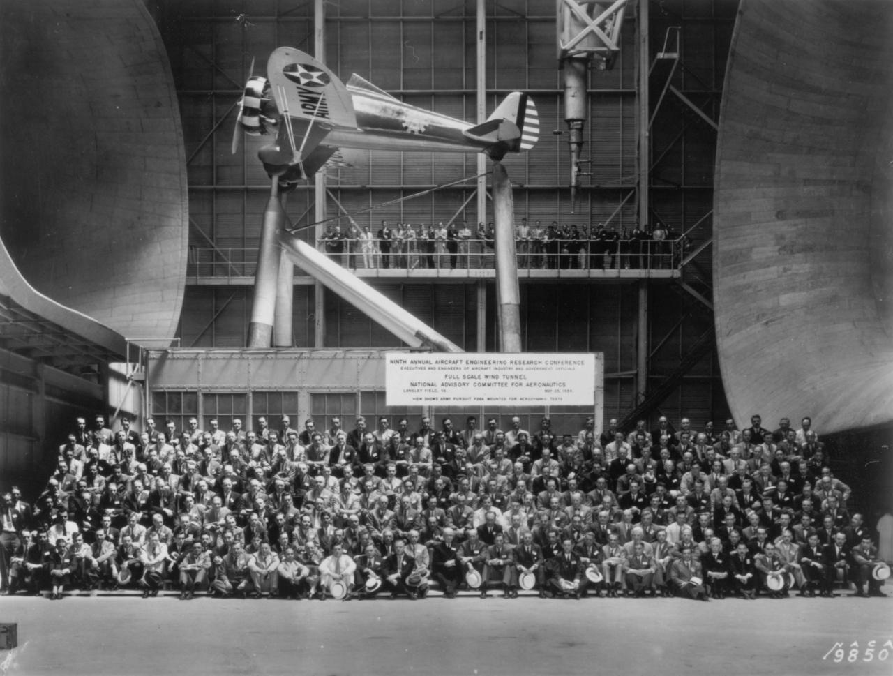 1934: repülőgépmérnökök konferenciája a teljes méretű légcsatornában (Full Scale Wind Tunnel, FSWT)