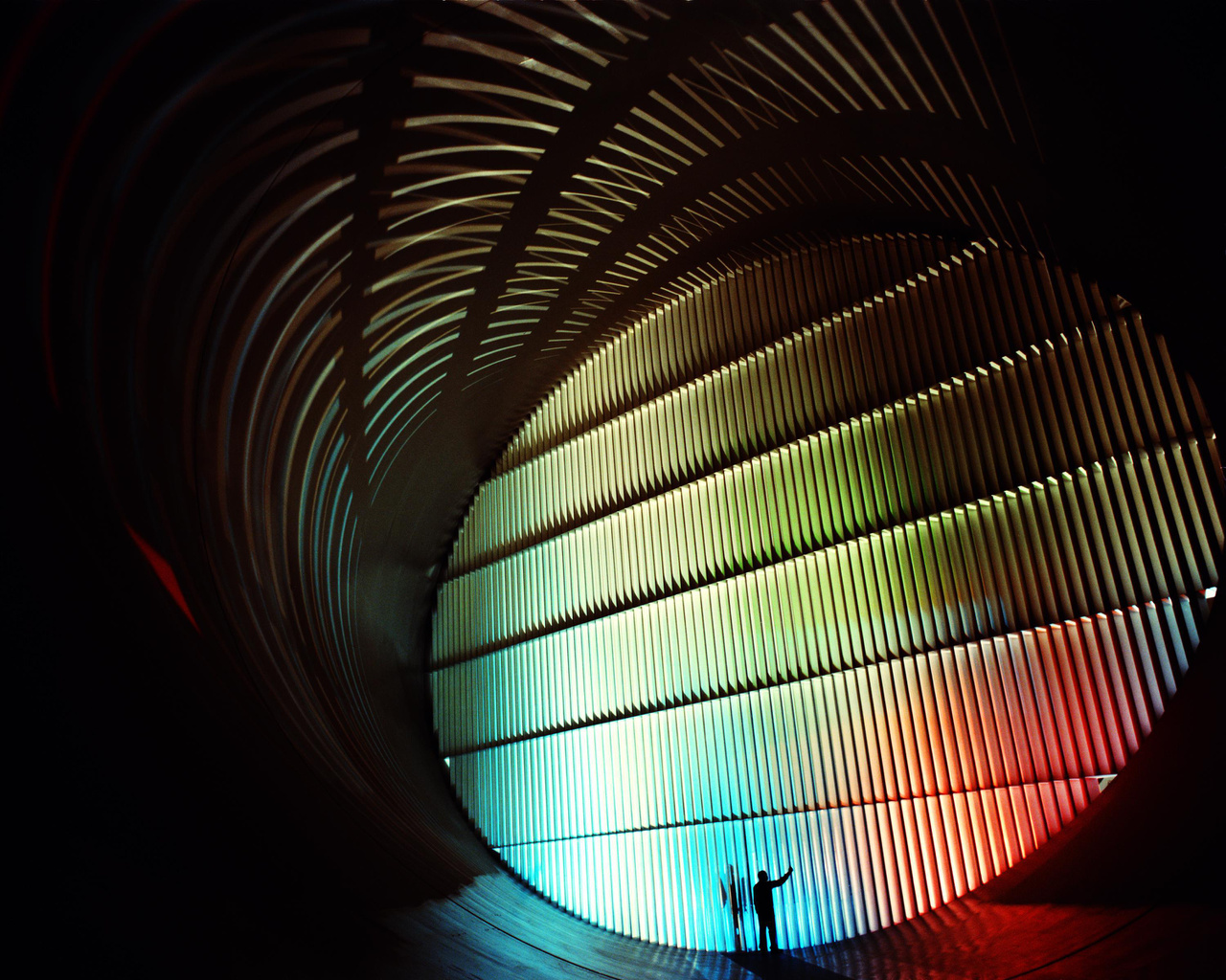 Az 1939-ben épített, 1990-ben felújított, majd 2011-ben lebontott 16-lábas transzonikus szélcsatorna (16-Foot Transonic Wind Tunnel) belseje, a beépített hatalmas légterelővel.