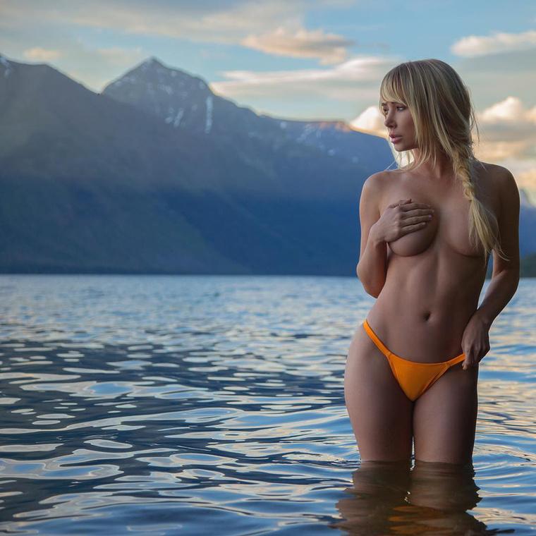 Sara Jean Underwood, a 32 éves oregoni származású modell az évek során többször is feltűnt a Playboy magazinban, manapság viszont a túrázás tölti ki idejének jelentős részét.