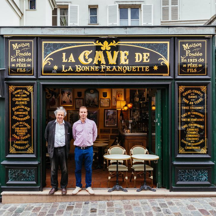 Luc Fracheboud és fia, Patrick történelmi éttermük előtt állnak