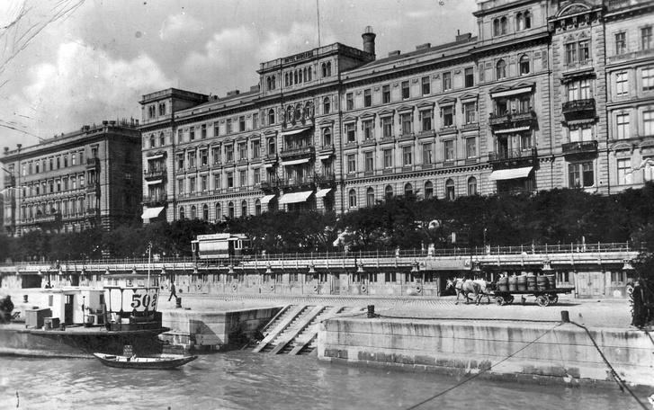 Pesti Duna-part, a Hungária és a Bristol szálló, 1930