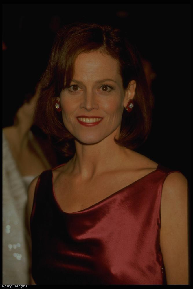 Ahogy Sigourney Weaver is, aki sem akkor, sem most nem akarja egy egyre fiatalabb asszony látszatát kelteni
