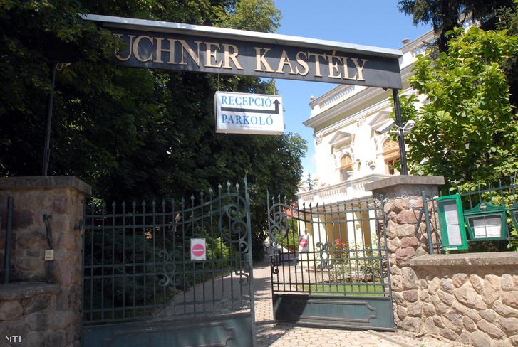 A Puchner Kastélyszálló kovácsoltvas kapuja Bikalon.