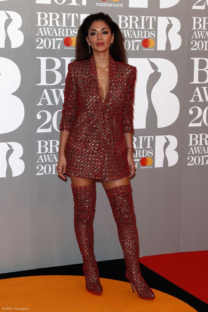 Múlt éjjel tartották Londonban a Brit Awards díjátadót, amelyre Nicole Scherzinger ezzel a talán kevéssé átgondolt megjelenéssel érkezett.Vagy átgondolták, csak ez a végeredmény alapján nem nyilvánvaló.