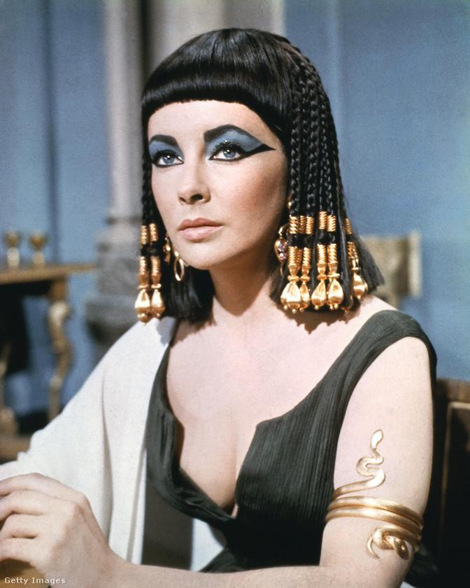 Utóbbiban együtt játszott Richard Burtonnel, hét férje egyikével