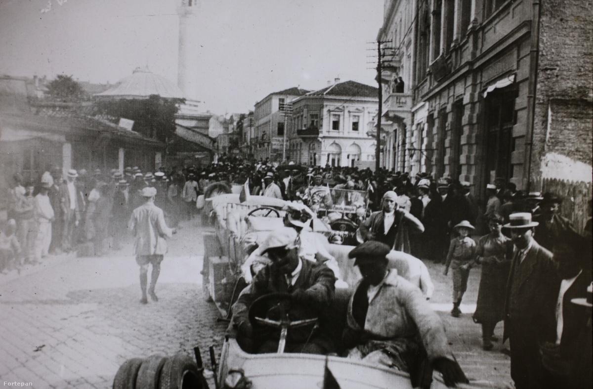 A 25 nevezőből 20 indult, kettő út közben kiállt, Bulgáriában csatlakozott a menethez Fanta Richard svéd főkonzul Szófiából. Végeredményben tehát 18 kocsi érkezett Konstantinápolyba, közülük az egyik, a berlini Alexis Kellner kétnapos késéssel.