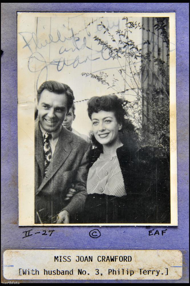 Itt Joan Crawford a harmadik férjével, Philip Terry színésszel mosolyog a kamerába