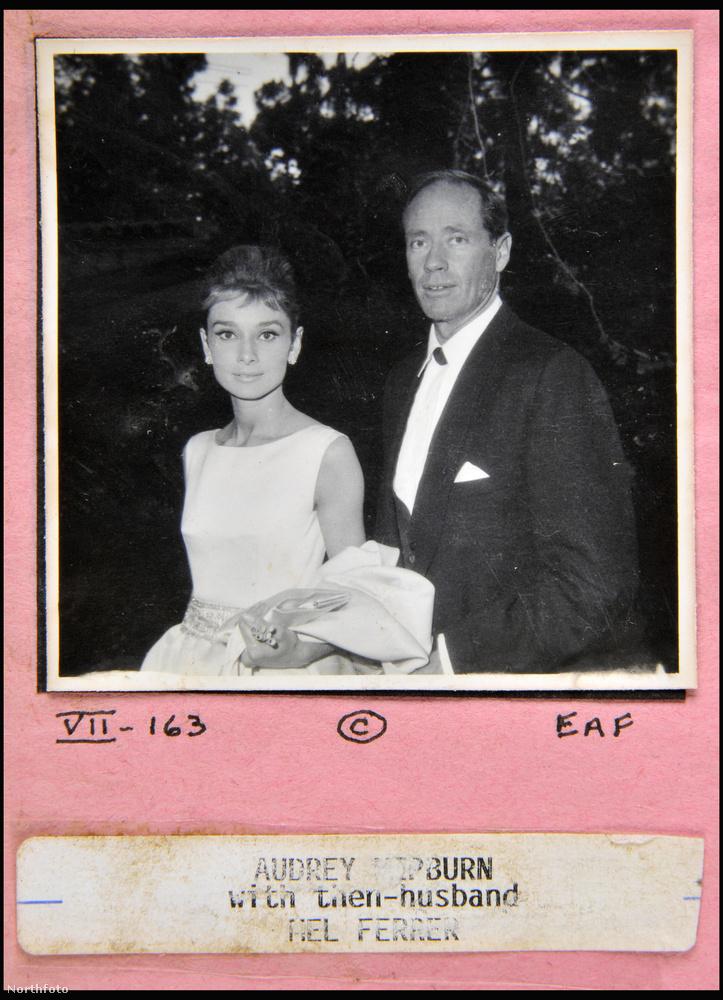 Exkluzív fotók és ritkaságok kerültek elő hollywoodi hírességekről - mutatunk is 18 képet, amelyek mind a hatvanas években készültek.Ezen a fényképen Audrey Hepburn látható, mellette pedig férje, Mel Ferrer