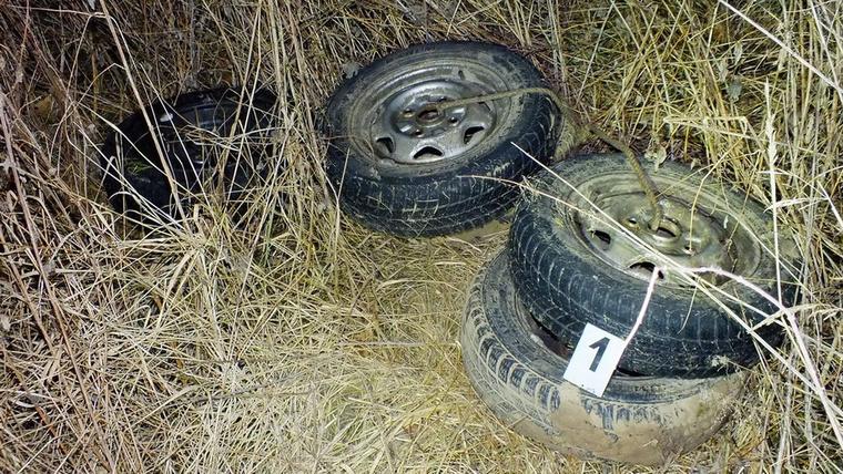 A kocsi alkatrészeinek egy részét is megtalálták a rendőrök.