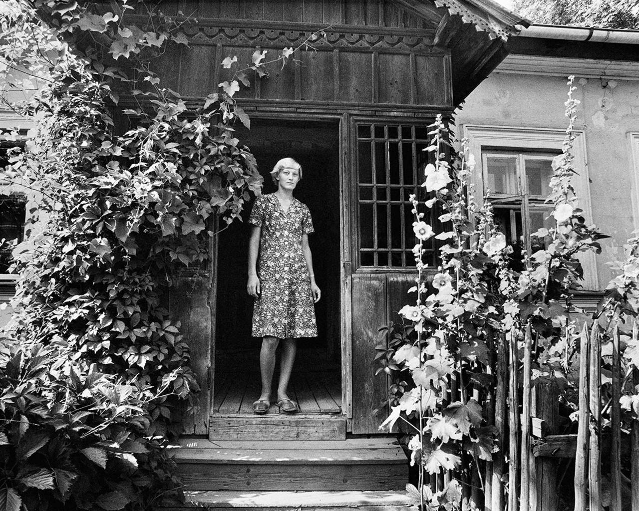 Az Asszonyok a küszöbön sorozat jelentette a dokumentarista projekt harmadik oszlopát. Háziasszonyok, munkásnők, parasztasszonyok otthonuk bejáratánál - Rydetet különösen érdekelte az a néhány jellegzetes póz, amit az asszonyok látszólag öntudatlanul felvettek, miközben portrét készített róluk.