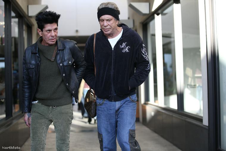 Mickey Rourke békésen sétált Beverly Hillsben a napokban, amikor valami nagyon szokatlan dolog történt.Japán turisták egy csoportja megrohamozta a Cafe Roma előtt, ahol ebédelni akart és nem fogják kitalálni,közös képet akartak a színésztől