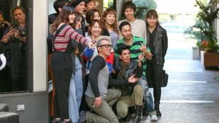 Tegye fel a kezét, aki lenne japán turista Mickey Rourke körül!