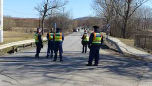 Rendőrautó karambolozott Perbálnál - egy polgárőr meghalt
