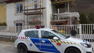Szörnyethalt egy munkás, miután lezuhant egy építkezés állványzatáról