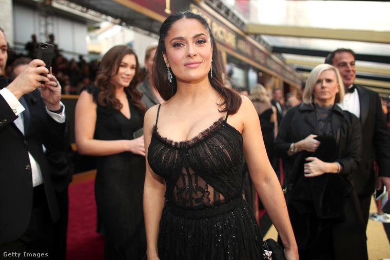 Utóbbi számos egyéb díjat is elhozott, így például a legjobb filmzenéért és betétdalért járó Oscart, amit meg is értünk.