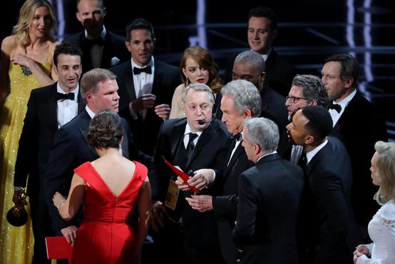 Ám a csattanó a végére maradt, ugyanis Warren Beatty először a Kaliforniai álmot jelentette be, mint legjobb film.
