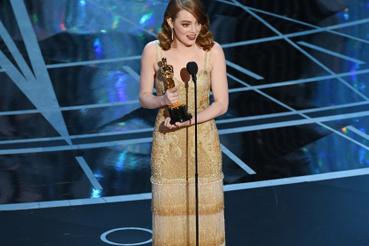 Míg a női főszereplő Emma Stone a Kaliforniai álomból lett.