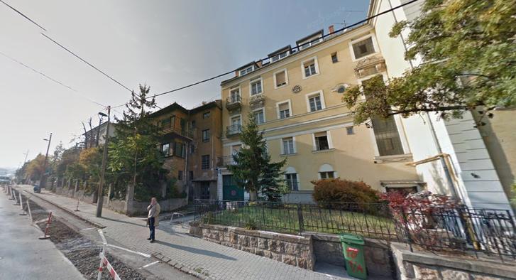 A két Bauer Emil tervezte ház a Törpe utcában. A baloldalit (1/B) bontották le