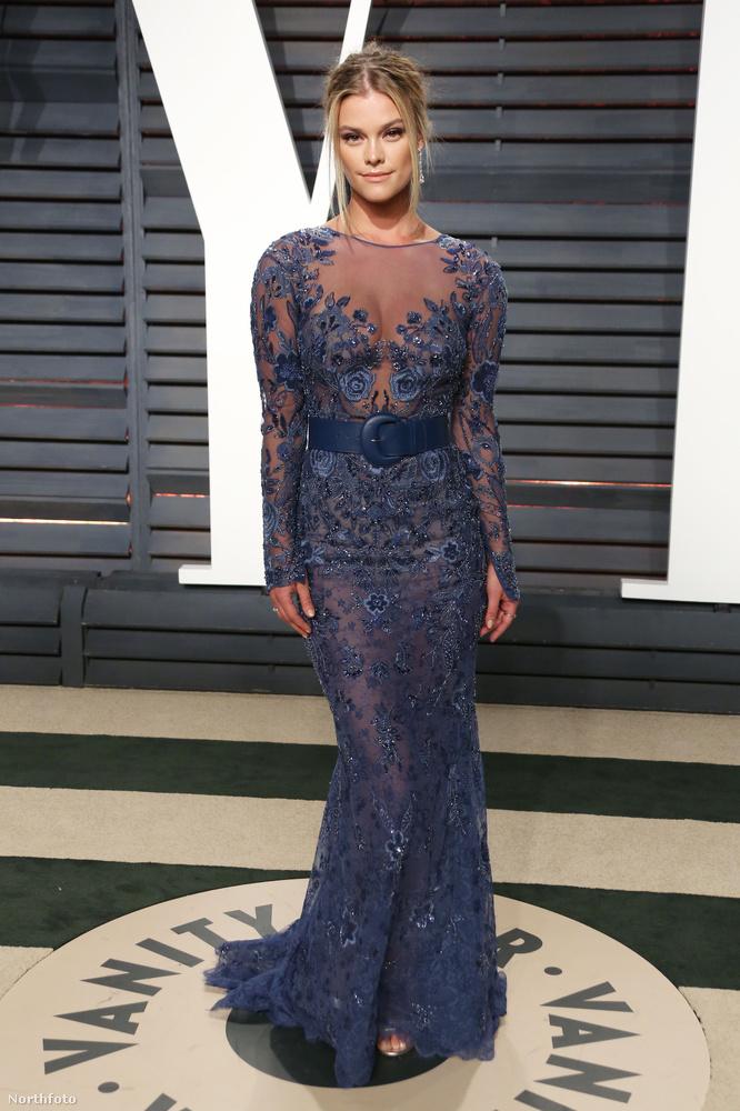 Mert itt van Leonardo DiCaprio barátnője, Nina Agdal.