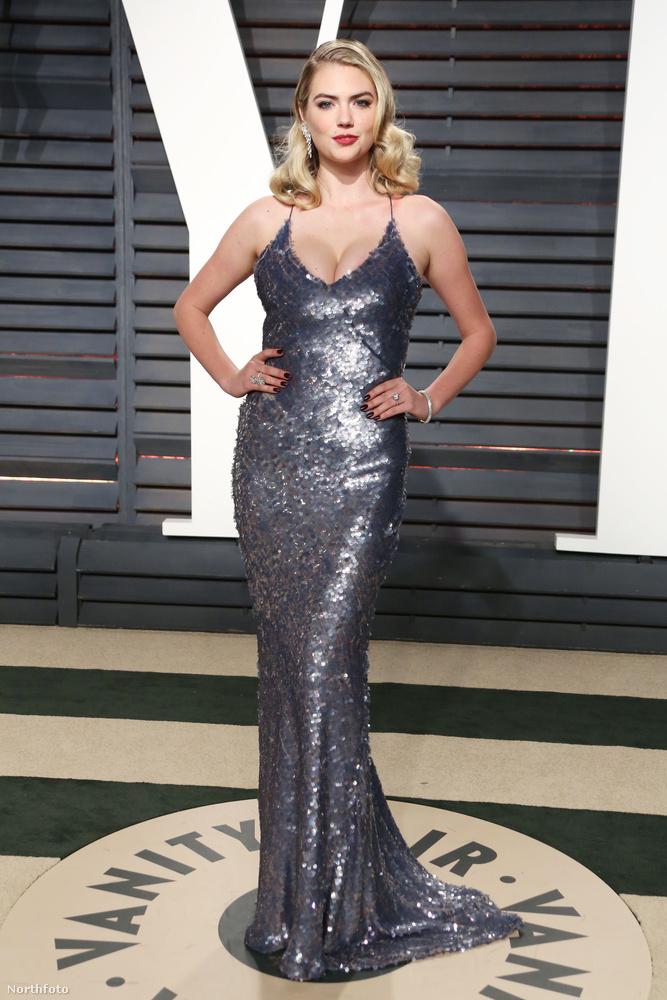 Kate Uptonon több ruha van, mint amikor a Sports Illustrated címlaplányaként fotózták...