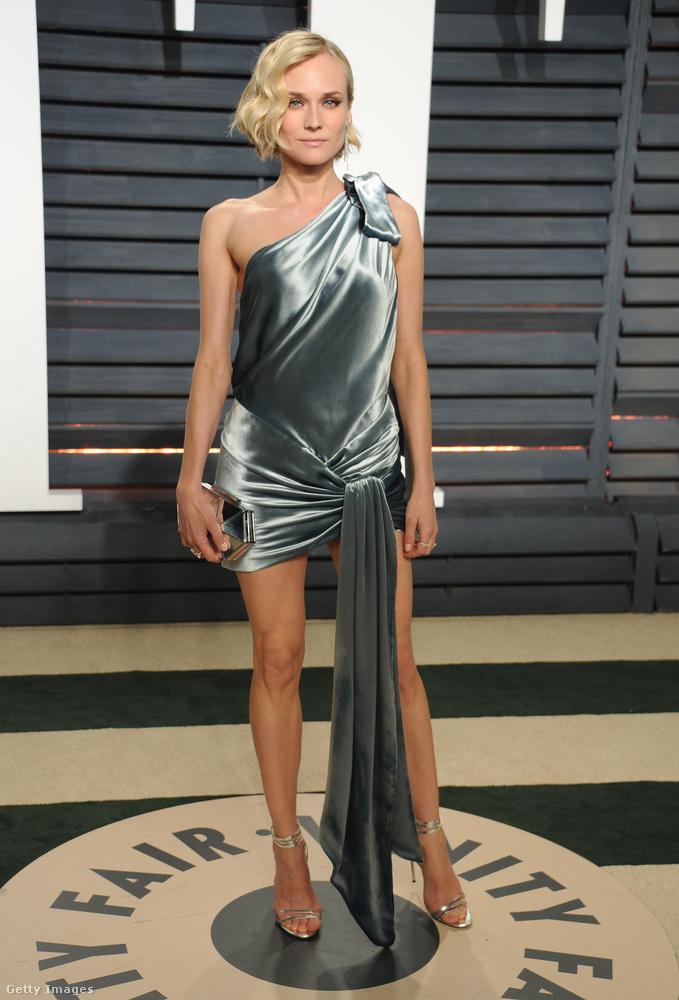 Diane Kruger ruháján legalább nem végzett félmunkát, akinél az olló volt: ez a fémes színű dressz ott végződik, ahol másoknál még csak éppen, hogy kezdődnek az izgalmak.