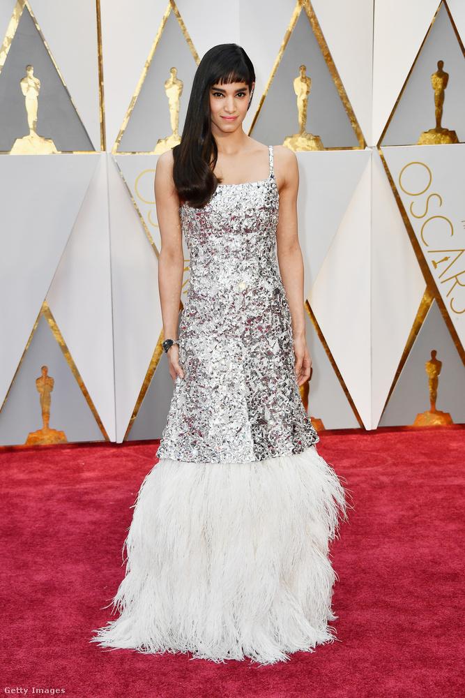 Sofia Boutella Algériából származó színésznő egy nagyon bizarr fazont választott