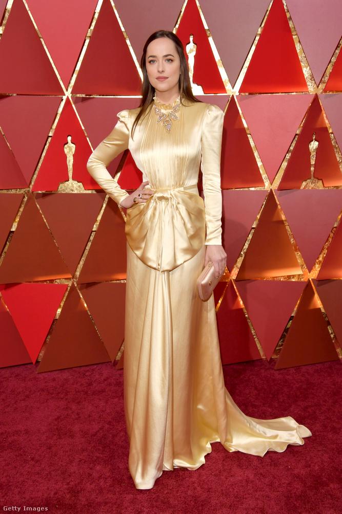 Dakota Johson volt olyan aranyos és a Gucci segítségével meglepett minket egy ilyennel