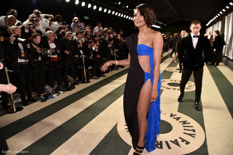 Gabrielle Union színésznő úgy néz ki, mintha nem tudott volna dönteni egy unalmas fekete ruha és egy lotyós kék között