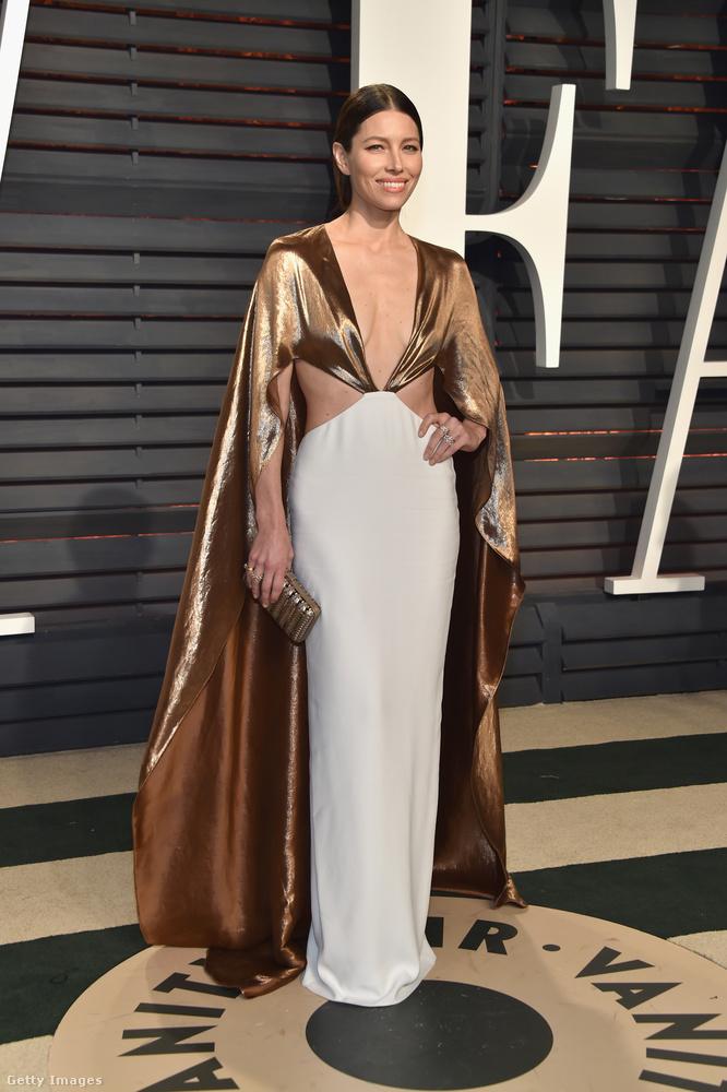 Jessical Bielnek volt egy sokkal jobb ruhája is, hát ezt a másikat valahogy kevésbé találjuk lelkesítőnek