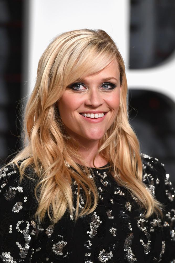 Reese Witherspoon arca mintha nem annyira lenne formában (persze lehet, hogy ez csak egy rosszul elkapott pillanat)