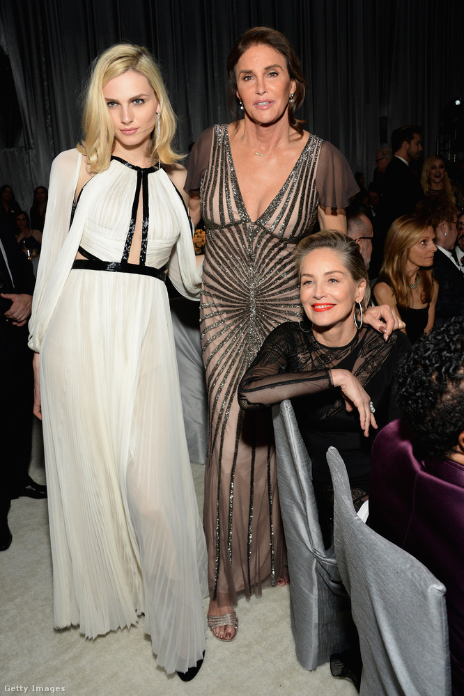 Elton John bulijában mindig jó a társaság, itt például három elég fontos nő látható