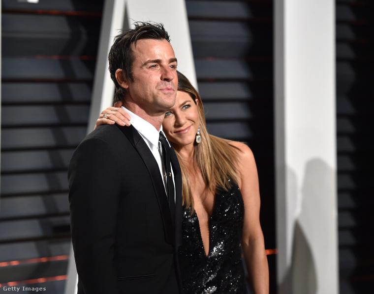 Nekünk most a Vanity Fair partiján van dolgunk, például, hogy meggyőződjünk arról: Jennifer Aniston és Justin Theroux tényleg egy boldog, szép szerelmespár.Még akkor is, ha bőrkabát-kérdésekben például nem értenek egyet.