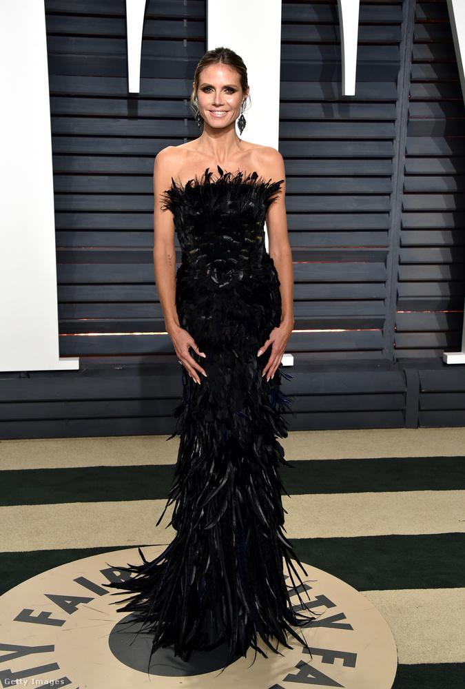 Heidi Klum csak a szokásos formáját hozta itt is,