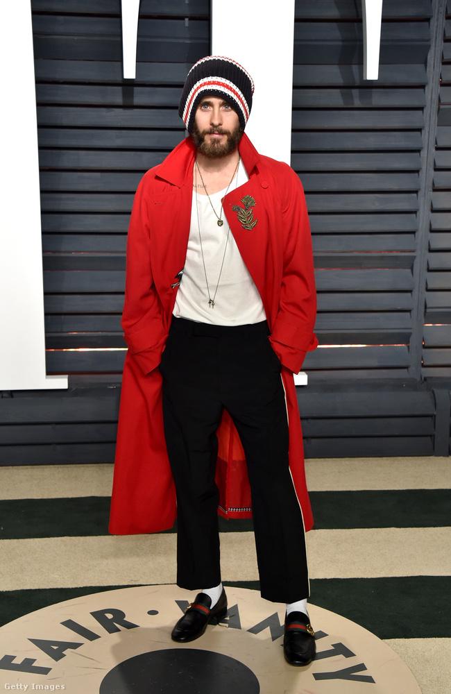 Jared Leto viszont színész, és a divat iránt érdeklődő férfi.