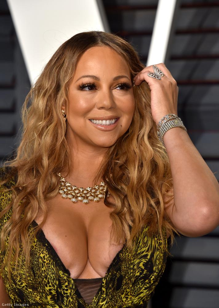 Mariah Carey viszont kicsit átgondolhatta volna, hogy pontosan mennyit kíván megmutatni magából, mert ez az élmény elsőre is több, mint intenzív.