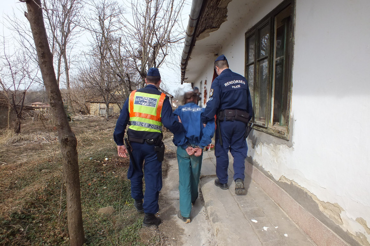 A 63 éves férfit a rendőrök letartóztatták.