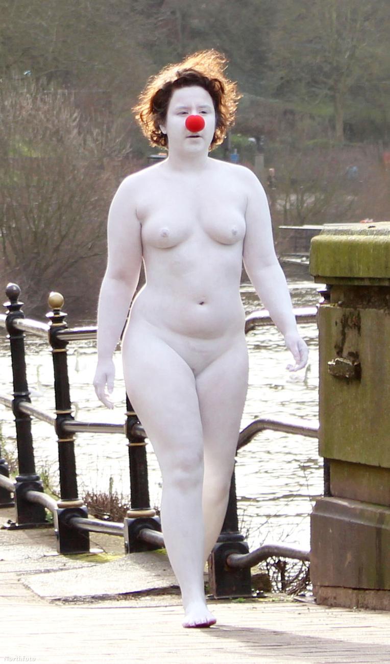 A fotók készítője, a 46 éves Judith Porter kutyasétáltatás közben találta szembe magát vele a Severn folyónál, és eléggé sokkolta a látványa