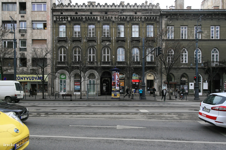 A romantikus palota Múzeum körúti homlokzata