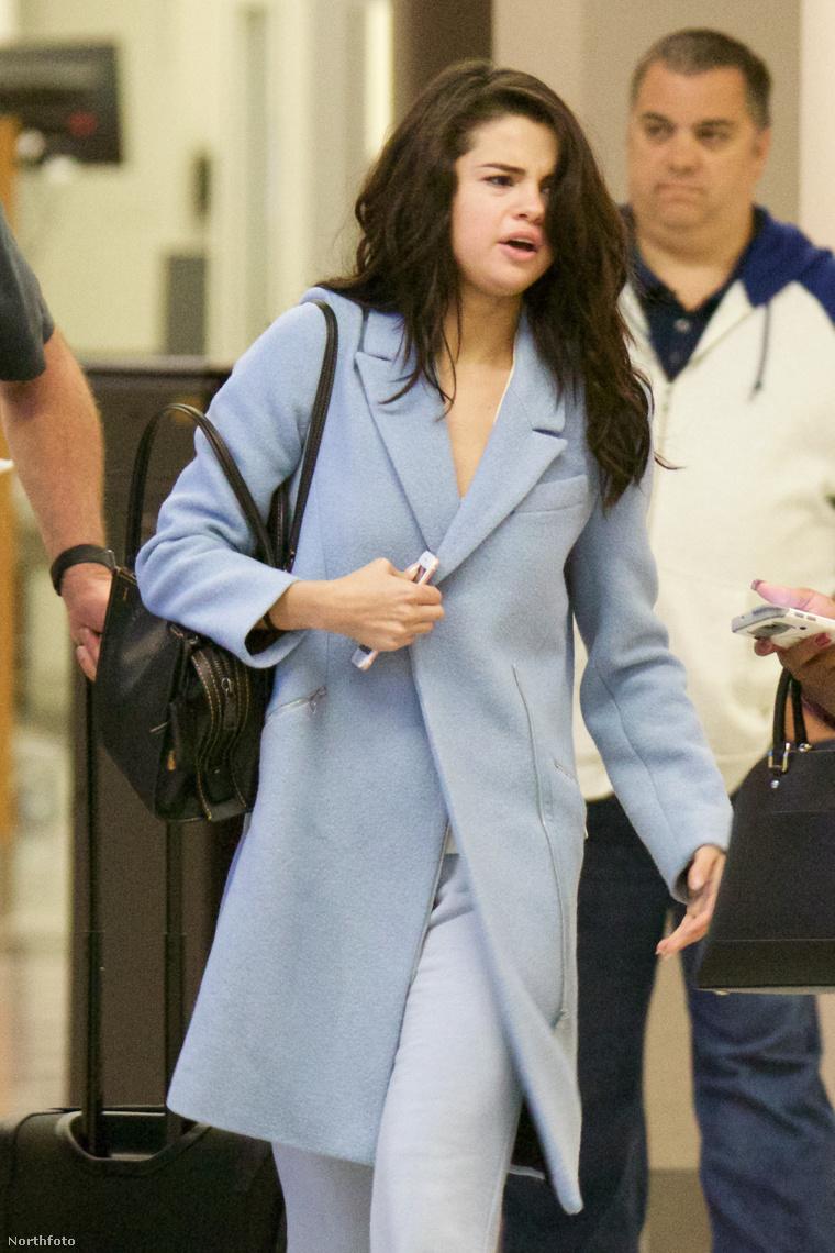 Selena Gomez március első napján az atlantai reptéren.