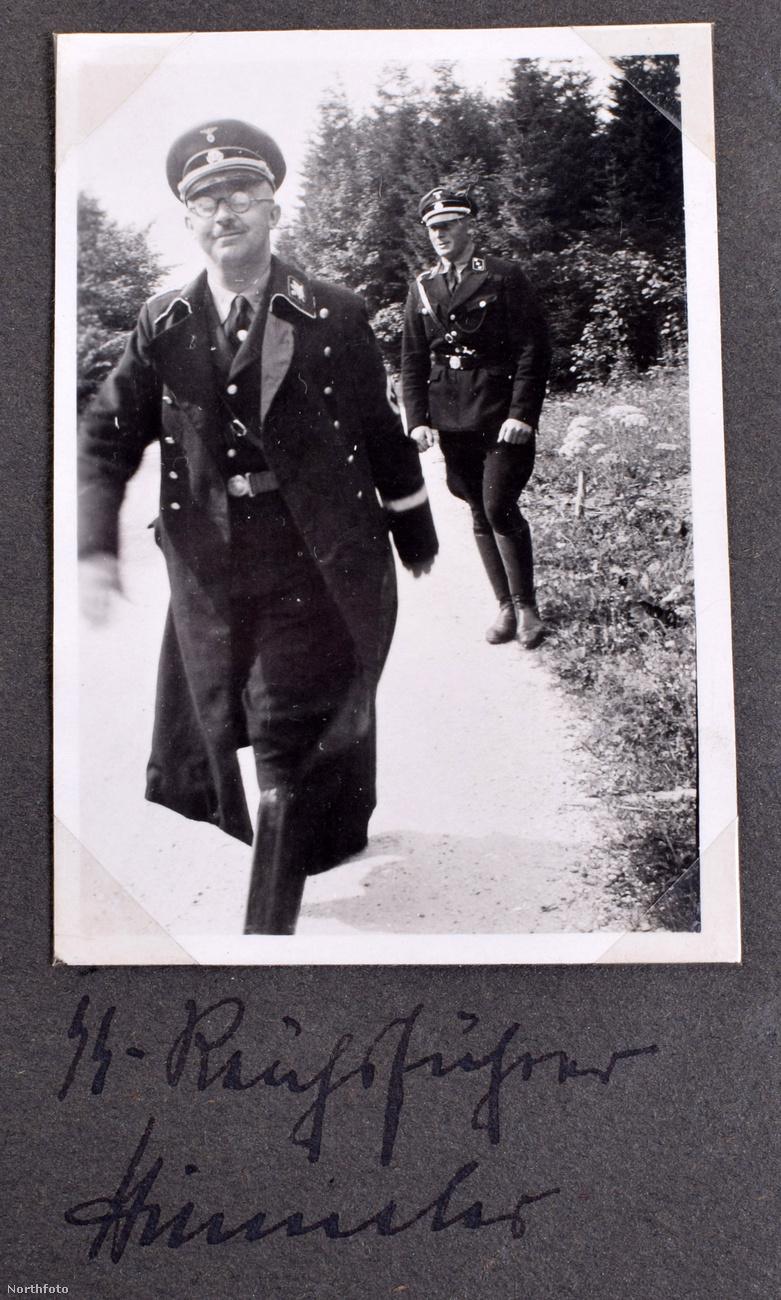 Itt pedig Heinrich Himmler lépked vidáman, a Harmadik Birodalom legbefolyásosabb embere, Hitler után.Himmlert több mint 5 millió zsidó, kétszázezer roma, kétmillió szovjet hadifogoly, kétmillió lengyel és több százezer kommunista, homoszexuális ember haláláért terhelte felelősség.Végül ő is öngyilkos lett, mielőtt felelősségre vonhatták volna mindezért.