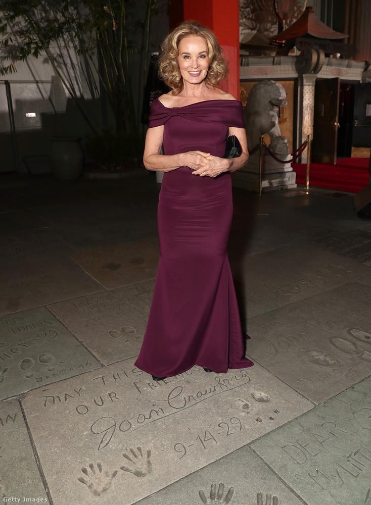 Íme az első képen már szpojleresen megmutatott Jessica Lange, aki Sarandon mellett a sorozat abszolút főszereplője