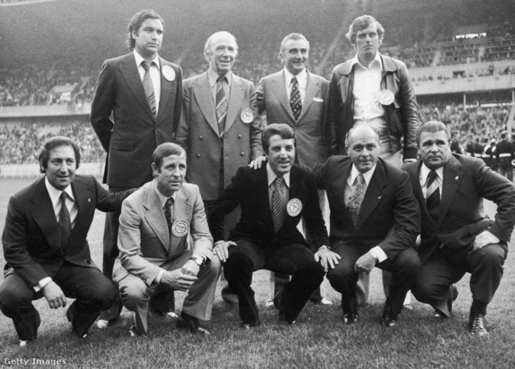Raymond Kopa (guggoló sor, balról a 2.) és Puskás Ferenc (guggoló sor, jobb szélen) az 1975-ös Európa Kupa döntője (Leeds United vs Bayern München) előtt készült csoportképen