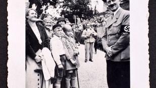 Hitler sosem látott képeiből készített személyes fotóalbumot Eva Braun